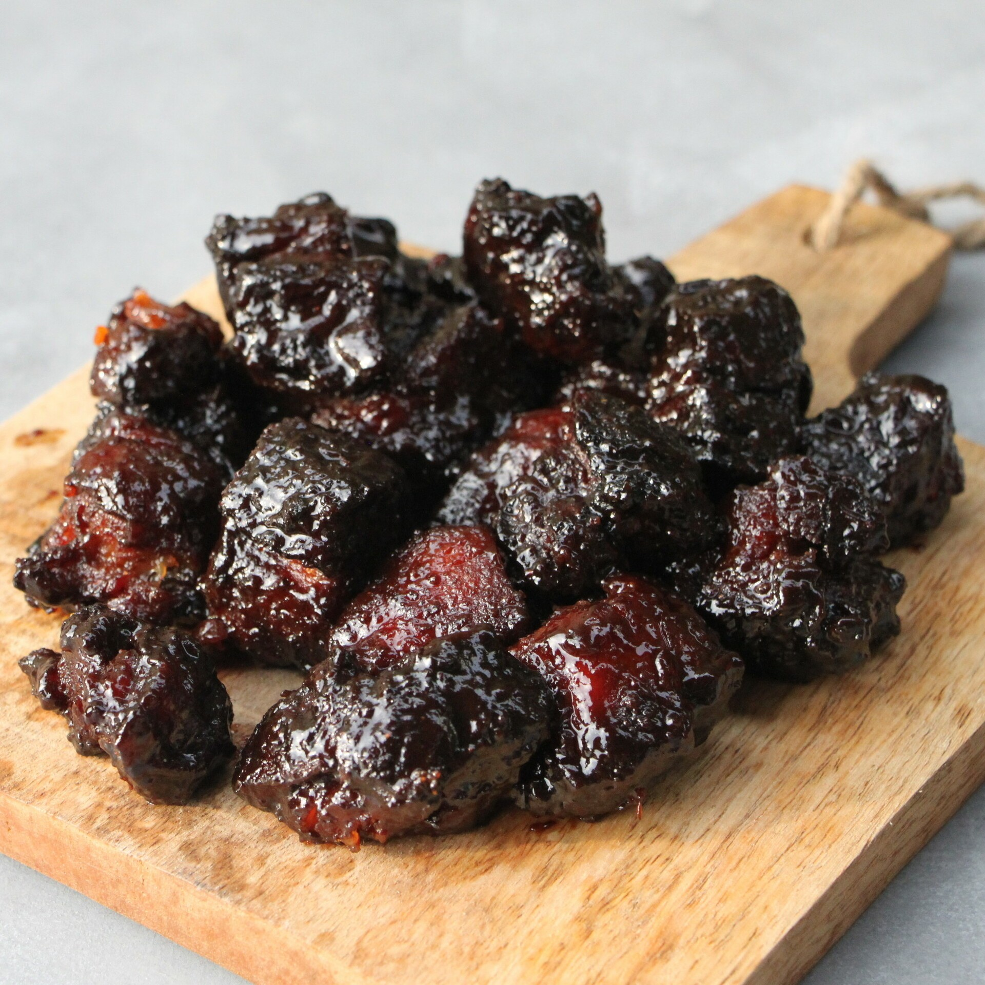 Pork Belly Burnt Ends van Livar buikspek