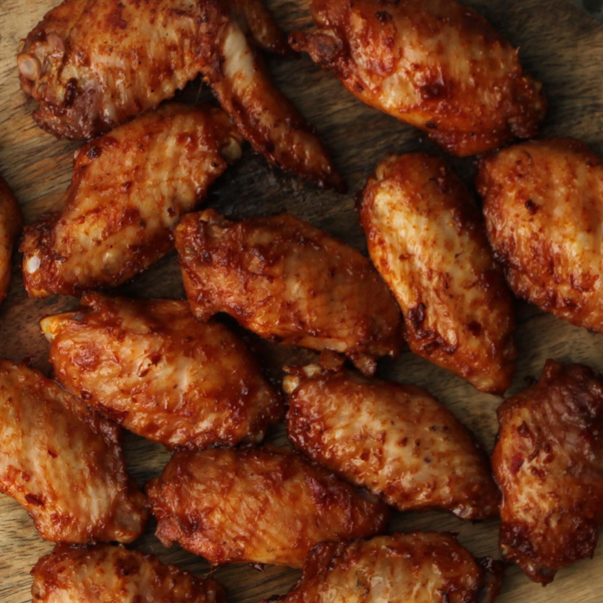 Sticky chicken wings van de BBQ
